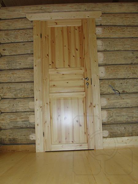 дверь в деревянном срубе фото
