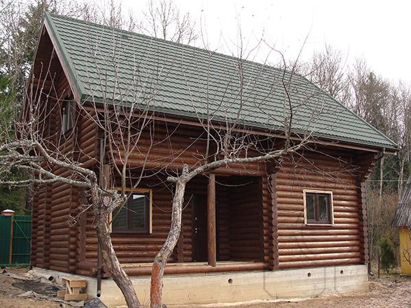 покраска дома из оцилиндрованного бревна фото